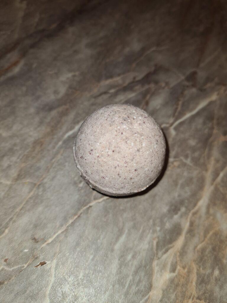 Gotova bomba za kupanje od lavande